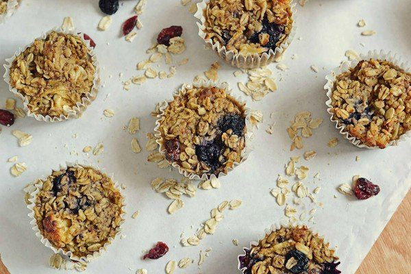 """If you like oatmeal, and want to eat it """"on-the-go,"""" or just don't want to eat it with a spoon, then this Oatmeal Bake needs to happen in your life ASAP!"""