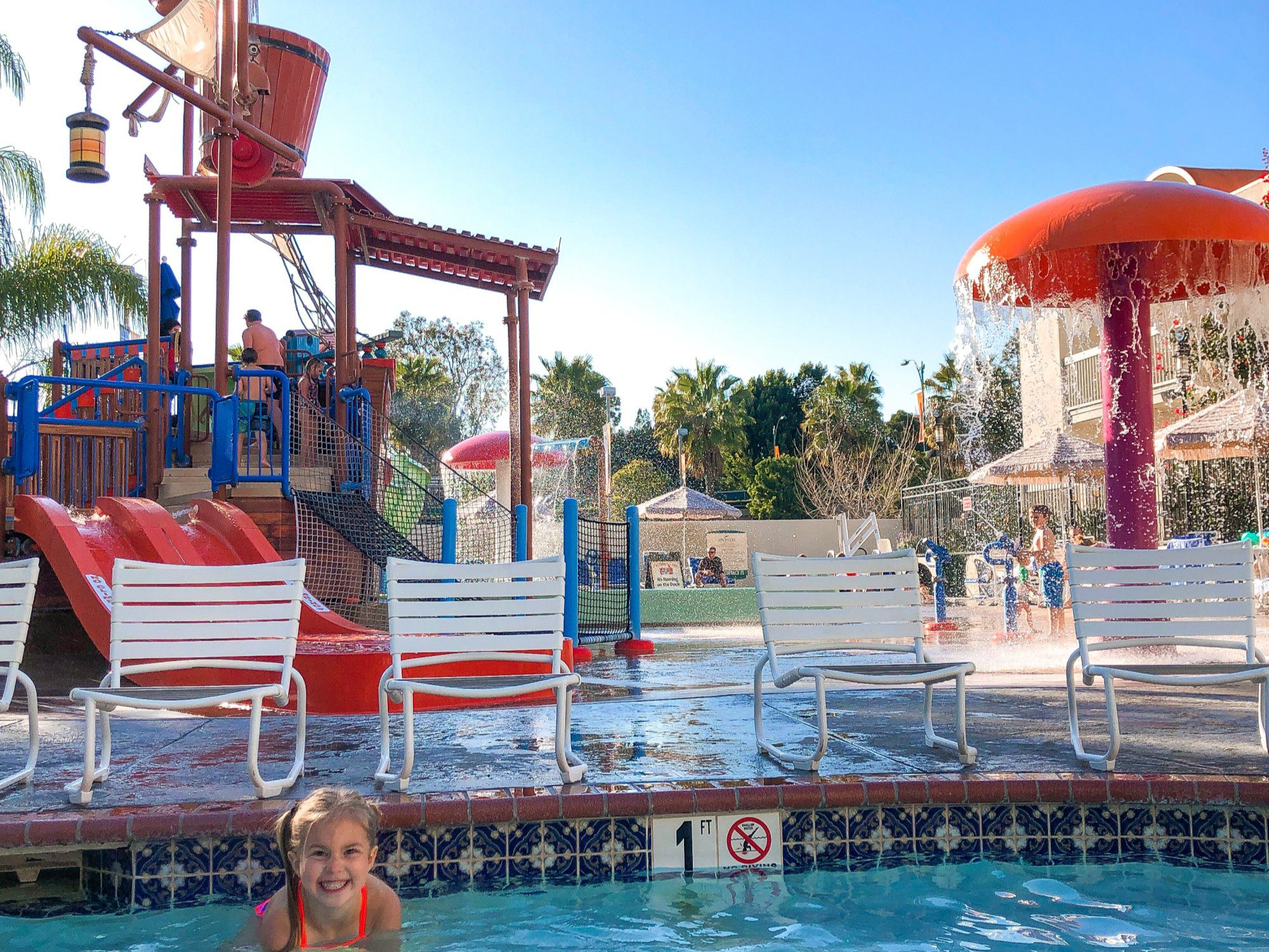 Looking for a family-friendly place to stay near Disneyland? The HoJo Anaheim has you covered with awesome kids' suites, free parking, and even a waterpark!